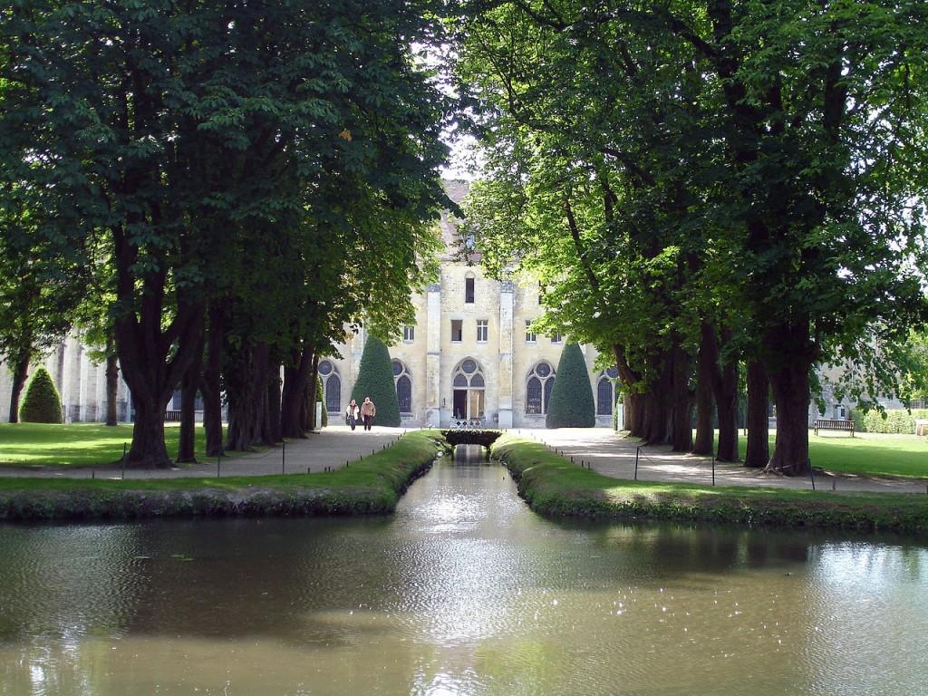 """L'abbaye (deux """"b"""") de Royaumont, ancien monastère cistercien, dans le Val-d'Oise."""