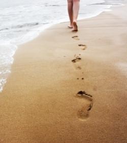 Traces-de-pas-dans-le-sable