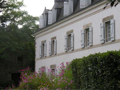 La modeste demeure des Cadoudal à Kerléano près d'Auray, transformée en manoir au XIXe siècle.