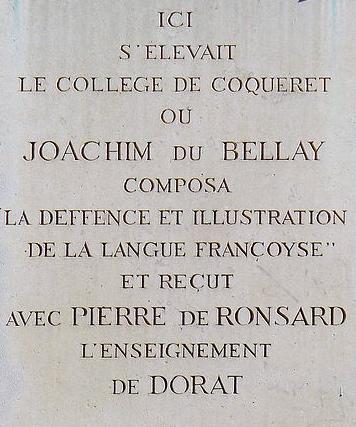 Impasse Chartière à Paris, une plaque indique la situation du collège de Coqueret.