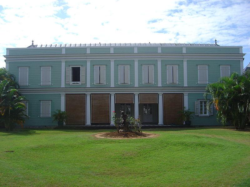 Maison du frère d'Evariste Parny à La Réunion. Le poète Léon Dierx (1838 - 1912) et l'homme politique Raymond Barre (1924 - 2007), y sont nés.