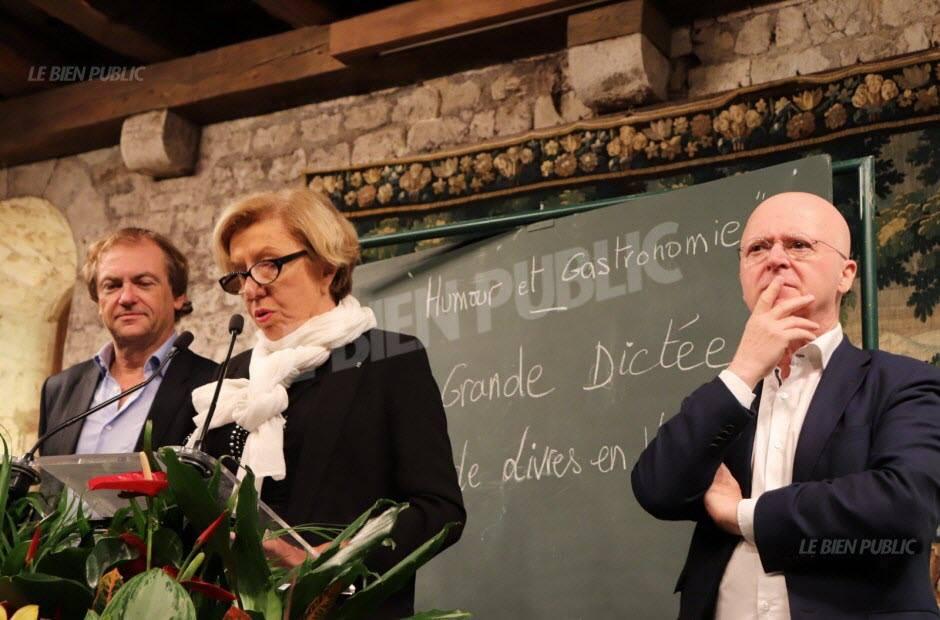 Danièle Sallenave, de l'Académie française, et Didier van Cauwelaert effectuent la première lecture de la Grande Dictée de Livres en Vignes